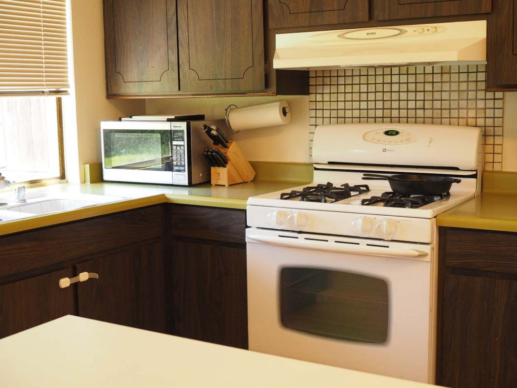 clutter free easy to maintain kitchen counters