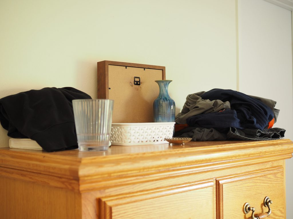 before 5 minute declutter for a minimalist home